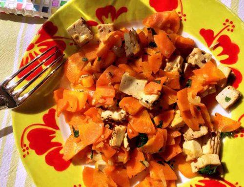 Ma poêlée de carottes croquantes, tofu fumé aux 5 graines.